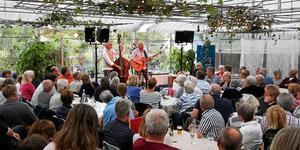 Från en tidigare konsert på Kröns Trädgård där Mats Klingström och Hasse Larsson spelade i juli 2017. Foto: Kim Alge Pennström