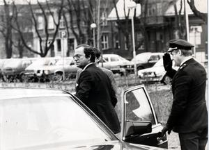 Kungen körde själv till Folkets hus. Foto: Lasse Halvarsson