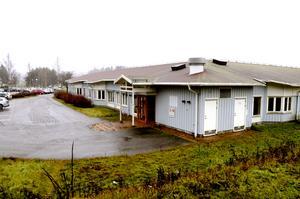 För flera år sedan köpte kommunen fastigheten och skulle bygga ett stort korttidsboende, men planerna blev aldrig av.