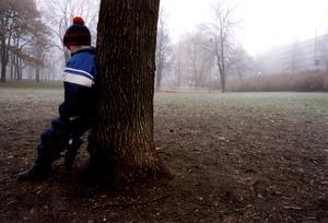 Barn till föräldrar med beroendeproblem måste ha stöttning, tycker debattörerna.