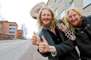 NA träffade Tommie Gyllin och Mathias Risberg i Kumla i mars 2017, innan de påbörjade sin resa genom att lifta från Kumla till Thailand. Arkivfoto: Tove Svensson/NA