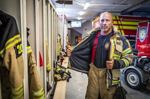 Mikael Maistedt, brandman på räddningstjänsten Medelpad iklädd larmställ.