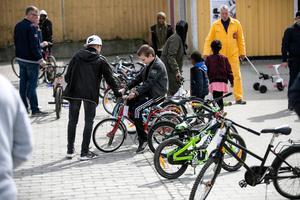 Det var glest i raderna när det återstod en halvtimme av cykelbytardagen.