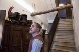Huset var ombyggt till fyra lägenheter från början av 1900-talet. Nu har de tagit bort en trappa.