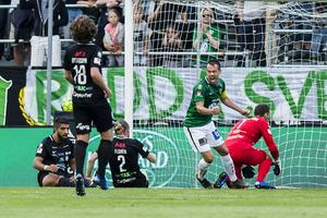 Jönköping jublar efter sitt 1-0-mål i första halvlek.  Matchen slutade 2-1 till hemmalaget. Foto: Axel Boberg / BILDBYRÅN