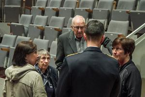 Mamma Gun Bydén och pappa Alvar tillsammans med systrarna Annika och Anki ville prata med Micael Bydén.