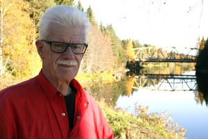Bengt G Nilsson struntar i vem som äger bron, bara den blir kvar och kan användas.