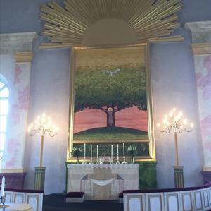 Altartavlan i altartavlan i Järna kyrka måladen 1982 av Pär Andersson. Målningen heter