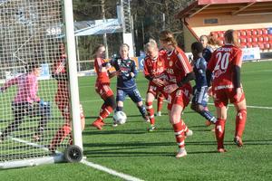 Rörigt framför Gustafs mål i träningsmatchen mot Kvarnsveden. En match som Gustafs förlorade med 0–7.
