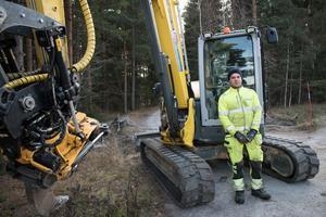 Joakim jobbar just nu med fibergrävning i Snöån. Den här arbetsdagen blev dock inte riktigt som han hade förväntat sig.