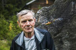 – Ja, tänk att det är 40 år sedan sten for, säger Sven-Artur när vi står på Sågbacken i Havsnäs.