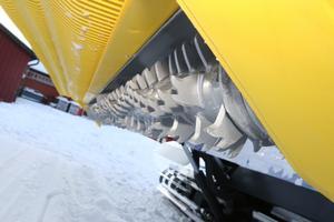 En fräs med vassa knivar  som snurrar runt i expressfart för att luckra upp snön, vore knappast en önskedröm att fastna i: