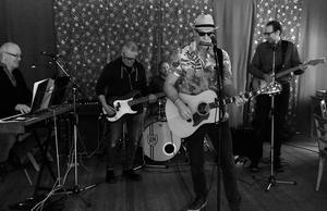 Bob Dylans senaste platta ska tolkas av tribute-bandet Robert & The Zimmermen på Cornelis på fredag kväll. Pressfoto