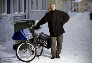 Lars-Olof Pettersson skulle önska att det sandades bättre vid brevlådorna.