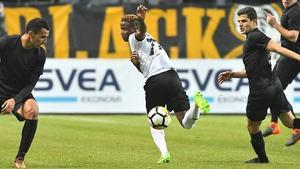 Målskyttet har gått i baklås för Kennedy Igboananike under allsvenskans inledning. Spräcker ÖSK-anfallaren nollan mot sin förra klubb AIK i kväll? Foto: Henrik Montgomery/TT