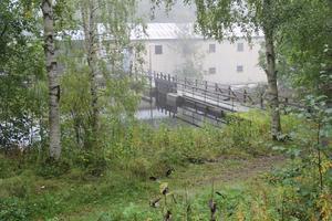 Intill Kvarnängevägen rinner Testeboån från Åmot ned mot Ockelbo och Bysjön.