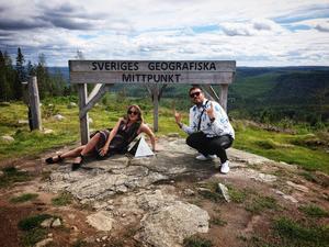För snart ett år sedan träffade Jessica sin pojkvän Jens Bengtsson. På bilden besöker de Flataklacken.