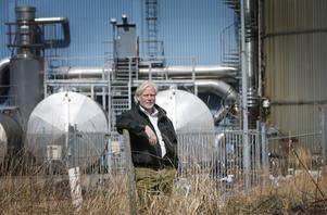 Huvudspåret är att en eventuell återvinningscentral byggs vid Färgvägen, intill gamla panncentralen och nära Tikkurilas fabrik. Johan Dahlberg, avfallsansvarig på kommunen, visade LT platsen 2016.