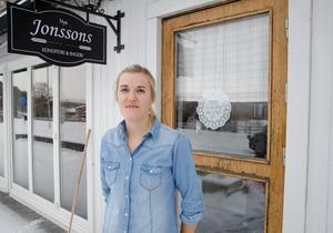 Huset där Andrea Skott Dahlgren driver Nya Jonssons konditori & bageri  byggdes av hennes gammelmorfar Erik