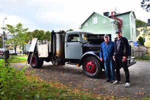 Under andra världskriget användes gengas som fordonsbränsle i Sverige och Finland på grund av bristen på olja, och 1945 lärde sig den unge Axel Pettersson att köra i just en gasbil. Tillsammans med vännen Kent Björklund har han byggt ihop en replika av den.