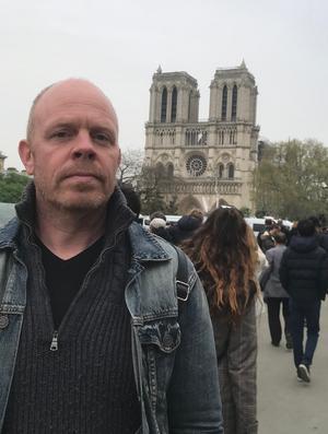 Jacke Sjödin i  Paris.