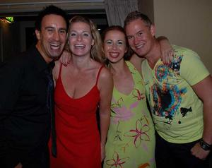 Blue Moon Bar. Joel, Sharon, Elizabeth och Rickard