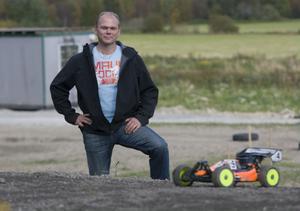 Runt 40 sekunder räknar Tomas Stigenberg att ett varv på banan tar.