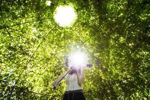 Naturen inspirerar Julia Woxberg i musicerandet.