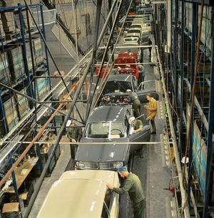 Finnarna kom bland annat till Sverige för att bygga bilar på Volvo – och spara ihop till en egen ny Volvo.  (Foto: Volvo Cars)