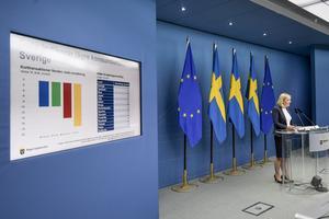 Finansminister Magdalena Andersson (S) på dagens pressträff.