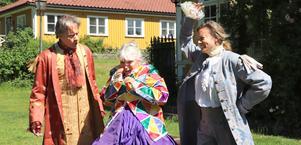 Dick Eriksson och  Karin Berqquist skäller på Anne Kulles betjänst. Obs att de har repetitionskläder.