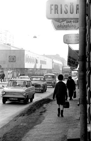 """Storgatan 21 under mitten av 60-talet. """"Det här är bilden som folk gillat mest på Facebook"""". Foto: Berth Ahlborg"""