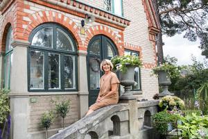Undersköterskan Ann-Katrin Larsson tar inte bara hand om människor, hon vårdar även gamla prylar och hus.