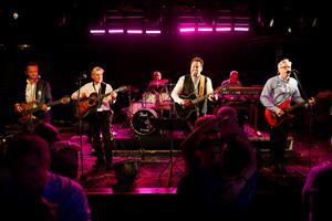 Dansbandet Per Lundgrens återförenas efter ett 27 år långt uppehåll. På trettondagen spelade de på Aveny i Sundsvall.