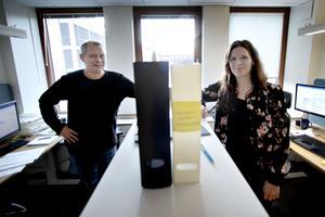 Hans Pantzar och Sanna Lindqvist jobbar båda med hälsoskyddet i kommunen.