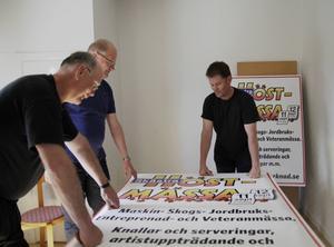 Skästramässan har premiär den 11 september och temat är från förr till nu, säger Järvsörådets Jakob Silén (t.h) som här syns med Thomas Ericson (t.v.) och Tommy Westman (mitten).
