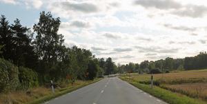 Mitt jordbruk är starkt berört av en planerad två kilometer lång gång- och cykelväg längs länsväg 282 i Edsbro. Ändå har jag inte lyckats få till stånd ett samtal om saken, vare sig med Trafikverket eller kommunen, l skriver Lars-Olof Mattsson.