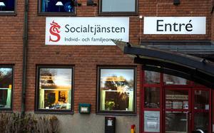 När kvinnan hade kommit över traumat fick hon ta upp kampen mot den svenska byråkratin och socialtjänsten.