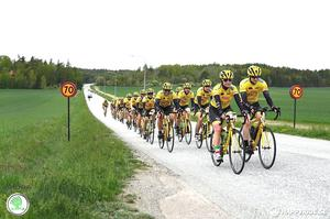 – Det är väldigt, väldigt viktigt att cykla säkert. Jag har lärt mig olika tecken och signaler för bland annat gupp, hinder och omkörning. Vi är ju ett välgörenhetsprojekt, inget tävlingslag, säger Lina Andersson.