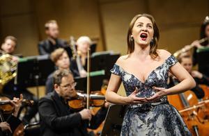 Amelia Jakobsson var sångsolist när Nordiska Kammarorkestern invigde Kulturfestivalen i Sundsvall. Konserten gavs också i Härnösands domkyrka. Bild: Lia Jacobi