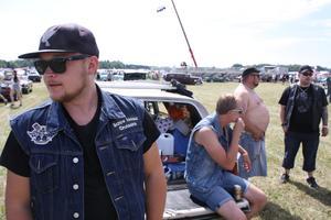 Screw Loose Cruiser har precis kommit till Summer Meet 2018, surrat loss barnvagnen från taket och tagit dagens första öl.