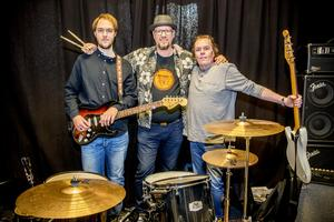 Nya rocktrion Fred Peck's som snart släpper skiva. Från vänster: Joakim Bäck, Fredrik Bäck och Morgan Sund.