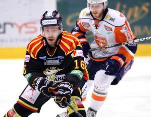 Sebastian Lauritzen, tidigare stor profil i Brynäs under flera år, spelade i Finland i vintras. Nu är han aktuell för Timrå IK.