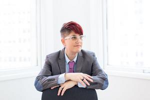 Den amerikanska författaren och vetenskapsjournalisten Annalee Newitz  kommer till kongressen. Hon kommer bland annat medverka i seminarier om tidsresor och hur artificiell intelligens påverkar våra samhällen. Foto:  Sarah Deragon
