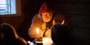 Jultomten finns givetvis på plats på Torekällberget.