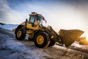 Att få ratta stora maskiner är en del av tjusningen med jobbet, anser Robert Bjurkvist.