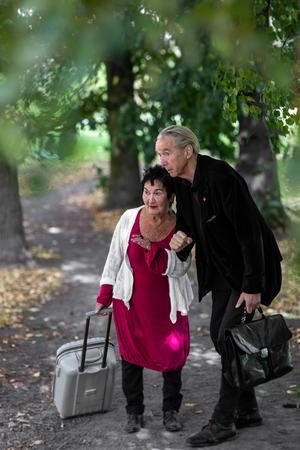 """Mary Stoor och Mats Nolemo har rollerna i pjäsen """"Livets mening"""".  Foto: Mattias Göthberg"""