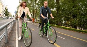 Kan Isabella Lövin och Gustav Fridolin vara på väg att cykla ut ur den politiska bilden? Foto : Erik Simander