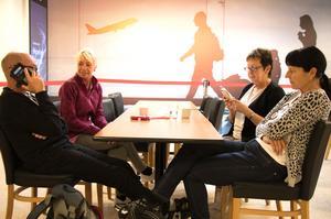 Mats Persson, Annette Wikner, Barbro Persson och Elisabeth Thörnqvist måste tänka om. Flyget till Cypern, som gick kl 07.00 från Örebro flygplats på måndagsmorgonen, kom de inte med, som en följd av brittiska resejätten Thomas Cooks konkurs.