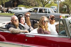 Fredrik Pålsson och Linnea Cederlund i sin Chrysler New Yorker. I baksätet sitter David Lundin (längst bort i bild), Maria Holmqvist och Jolle Krantz.
